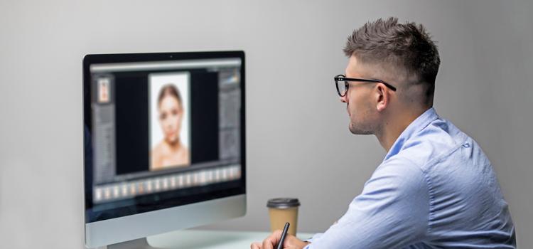 Graphics Designers and Internet