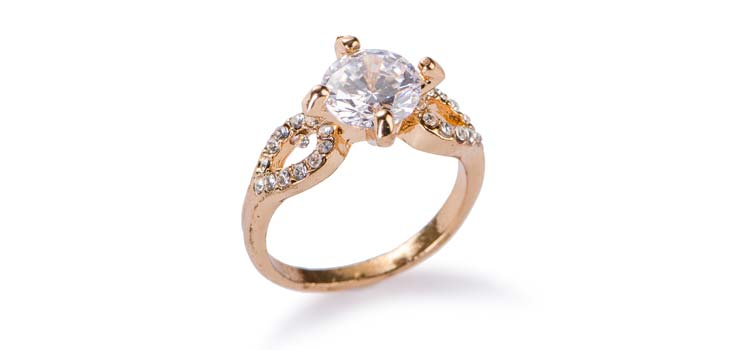 Focus on the Ring Head Prongs to the Stone