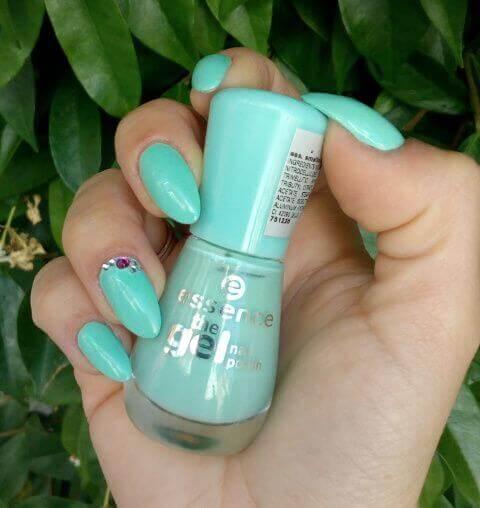 nail polish with live model